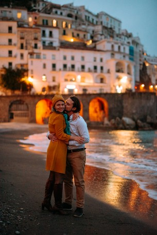 Date: March 26-27, 2019 Locations: Sorrento, Positano, Amalfi and Ravello  Photographer: Daniel  Réka and Andris loves travelling together. Since I usually suggest to all my couples that for the engagement session we should do something they love to do, we ended up going to Italy together. Spending 3 days together travelling is the best way to make new friends... and to create a truly heartful photoalbum. Love is in the air. Love is in the sea. Love is in the baked spagetthi carbonara I had for breakfast for 3 days!
